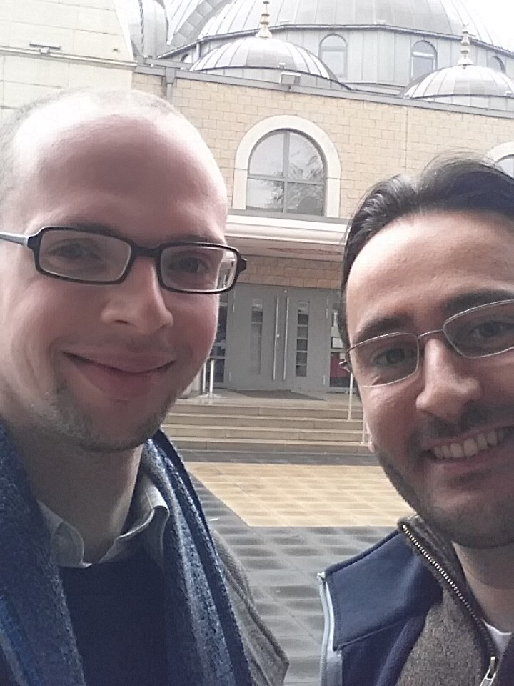 Armin Langer ist jüdischer Aktivist und setzt sich für ein besseres Miteinander der Religionen ein. Wir haben gemeinsam Gotteshäuser besichtigt und betrachten einander als Mitstreiter für eine vielfältige Gesellschaft.